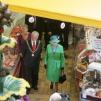 The Lord Mayor of Cork, Michael O Connell, shows Queen Elizabeth around the English market in Cork. (Maxwells)