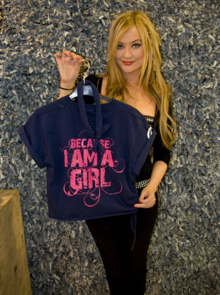 MTV presenter and Plan Ireland ambassador Laura Whitmore with her customised t-shirt.