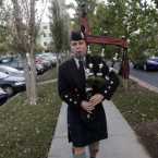 Richard Charette plays the bagpipes in honour of Steve Jobs outside Apple HQ in Cupertino, California. (AP Photo/Marcio Jose Sanchez)