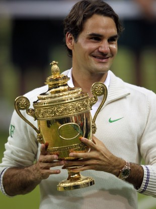 Roger Federer with Wimbledon title number seven.