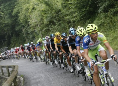 An orderly queue forms as the main group climbs Col des Ares on Stage 17.