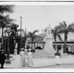 A Havana street scene and monument circa 1903. (Library of Congress, Prints & Photographs Division)