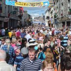 The crowd on the Main Street, Cavan as today's sessions got underway. (Photo: Laura Hutton/Photocall Ireland)