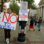 Anti-divorce protesters outside the GPO in Dublin in November 1995. Image: Photocall Ireland