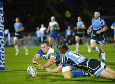 Connacht's Mark McCrea scores try ahead of Warriors' Henry Pyrgos.