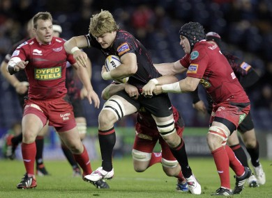 David Denton (centre) is challenged by Scarlets' Johnathan Edwards (right) and Matthew Rees.