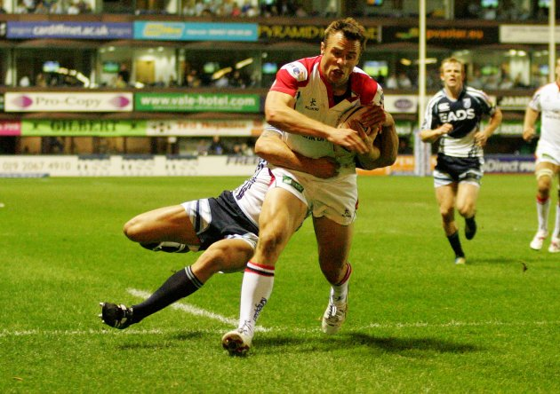 Tommy Bowe scores his second try 28/9/2012