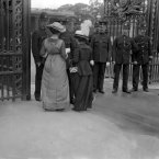 Suffragettes Lady Barclay (Berkeley) and Miss Fitzgerald attempt to present a petition to the King at Buckingham palace in 1914. (PA Archive)