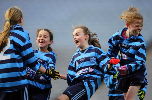 Rebecca Cooke celebrates with her teammates  26/11/2012