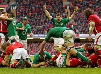 Peter O'Mahony celebrates as Brian O'Driscoll scores.
