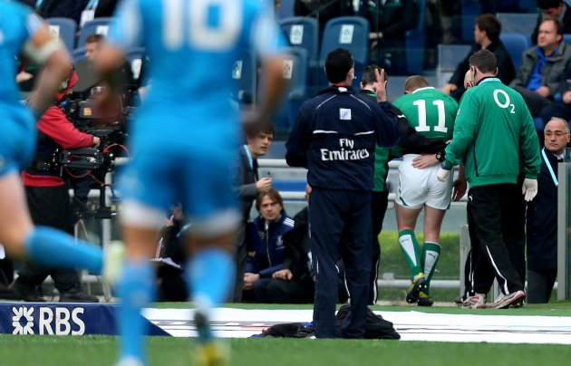 Keith Earls leaves the field injured 16/3/2013