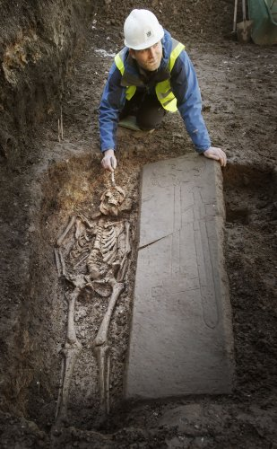 Knight's grave found under car park
