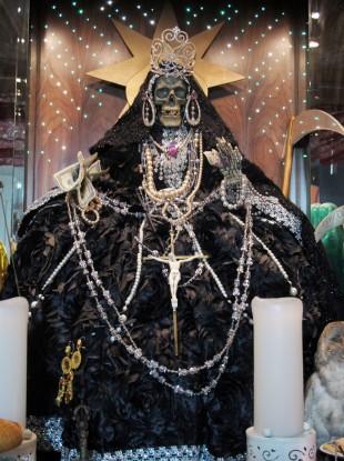 http://s3.jrnl.ie/media/2013/03/santa-muerte-cult-boom-3-310x415.jpg
