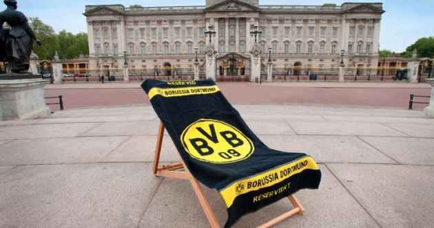 Dortmund land in London, claim deckchair outside Buckingham Palace